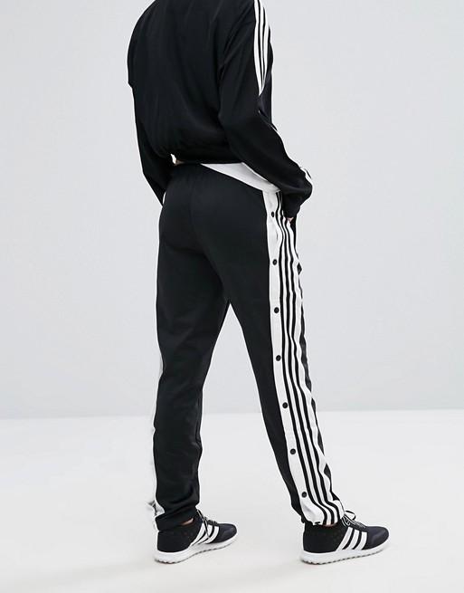 pantaloni adidas con bottoni laterali